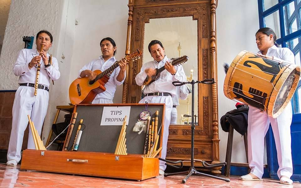 musica-folklorika-hacienda-pinsaqui-otavalo-ecuador